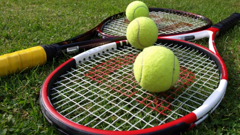 tennis-racquets-and-balls-1414785